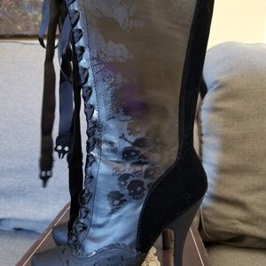 Black boots,new in box